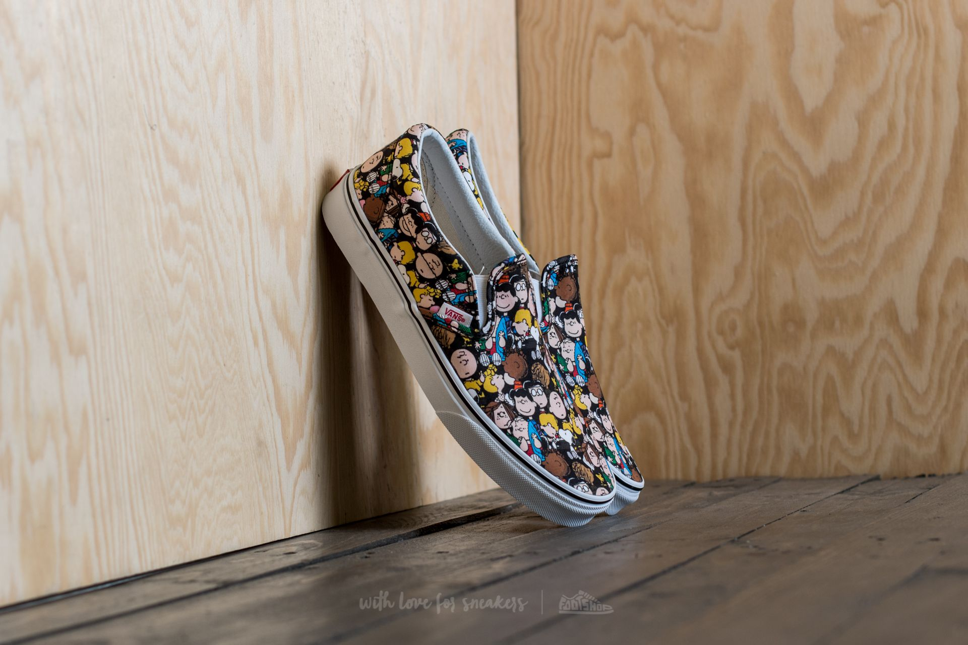 Vans x Peanuts Classic Slip-On The Gang