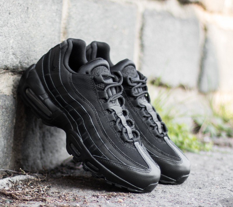 all black nike air max 95