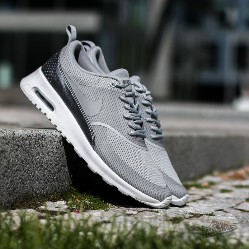 air max thea wolf grey