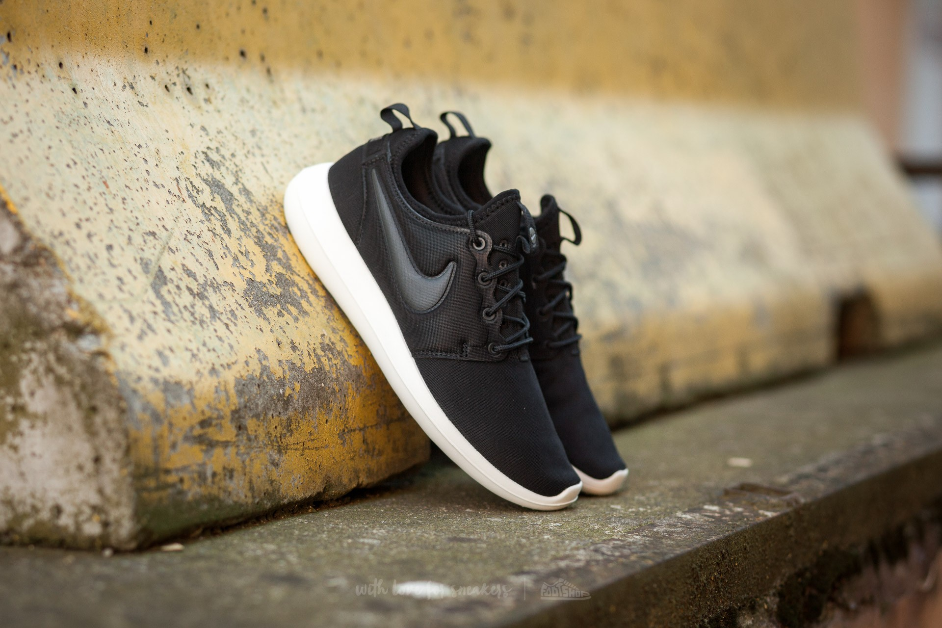 Nike Roshe Two Black / White / Red 844656 005 Culture Kings