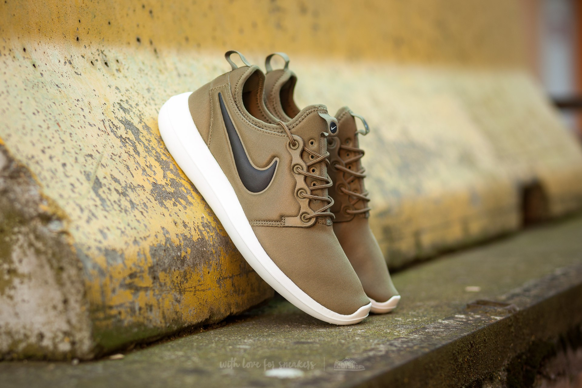nike roshe two pink gold